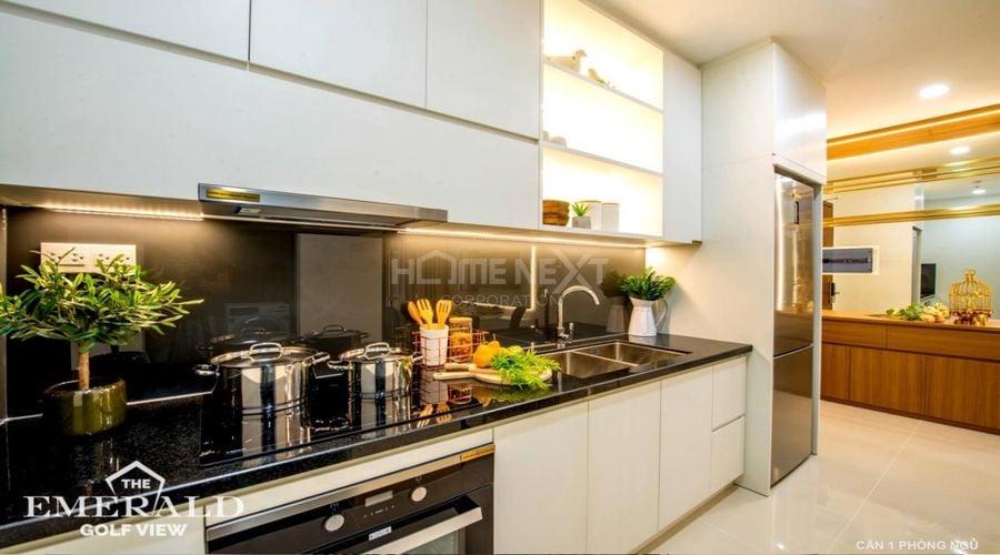 Khu vực bếp được thiết kế tinh tế