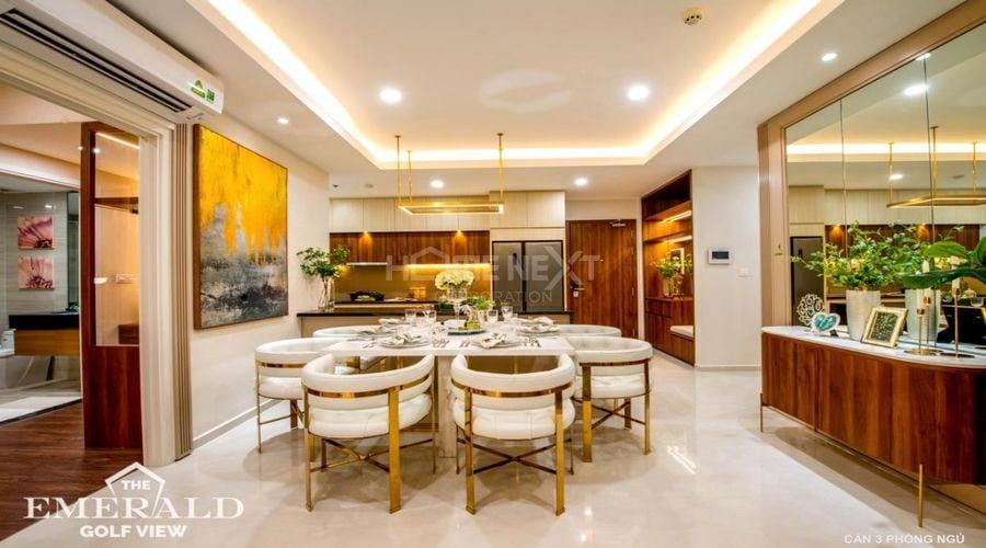 Khu vực phòng bếp và bàn ăn được bày trí đẹp mắt