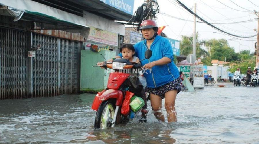 Chẳng ai muốn đi chợ hay đưa con đi học trên con đường đầy nước và nước