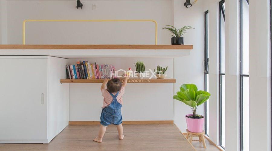 Góc nhỏ căn phòng được bố trí những chậu cây cảnh nhỏ