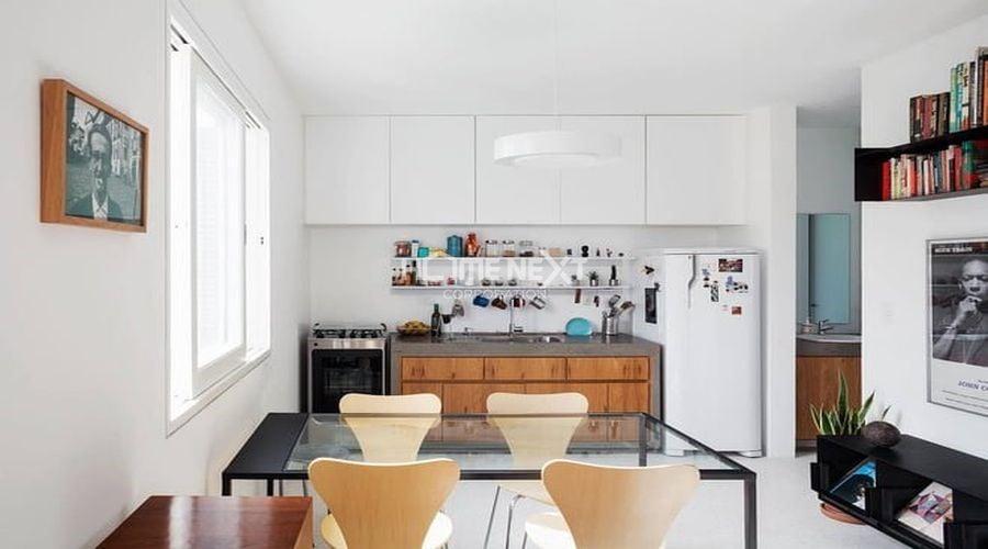Phòng ăn và phòng khách bố trí trong cùng một không gian, hạn chế việc chia nhỏ không gian