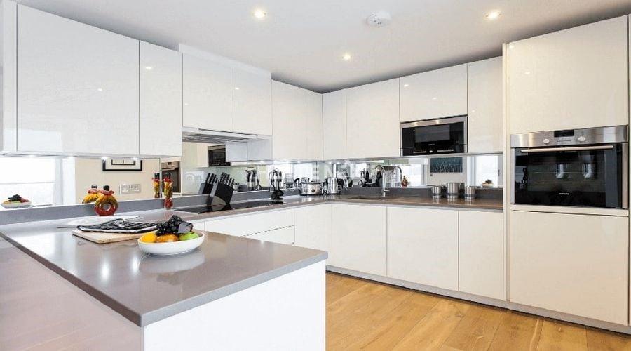 Gam màu trung tính luôn lên ngôi trong thiết kế nội thất phòng bếp hiện đại