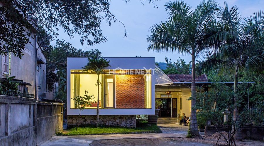 Ngôi nhà được thiết kế để phù hợp với điều kiện thời tiết mưa, lũ
