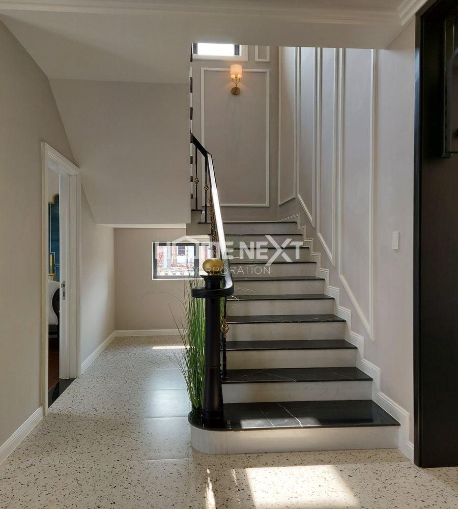 Cầu thang trong nhà phố