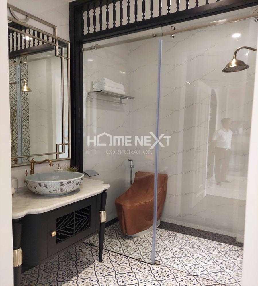 Phòng tắm cũng mang vẻ cổ điển của giới thượng lưu