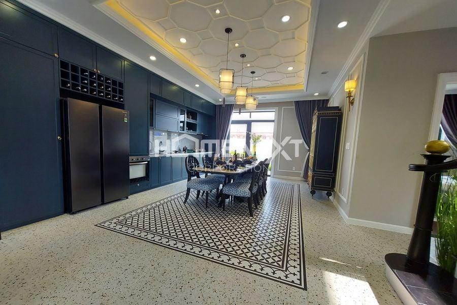 Không gian nhà bếp mang tone lạnh tạo ra sự mát mẻ cho căn nhà
