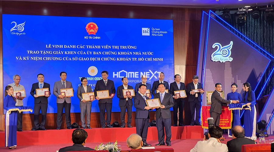 Tập đoàn Xây dựng Hòa Bình được vinh danh trong Lễ kỷ niệm 20 năm thành lập HOSE