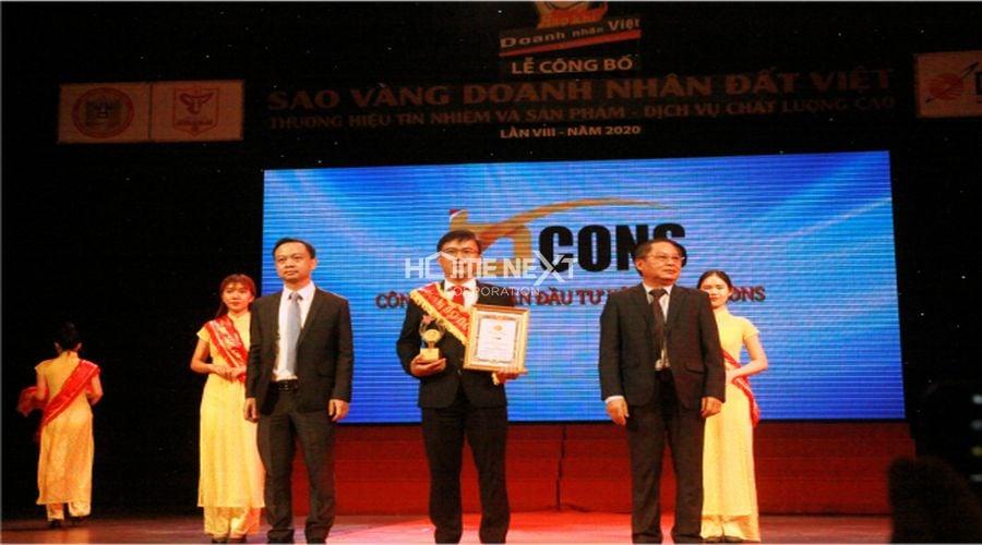 Đại diện tập đoàn Bcons lên nhận giải thưởng