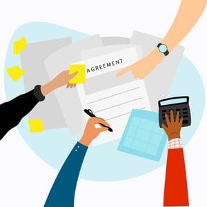 xem kỹ các điều khoản trong hợp đồng mua bán